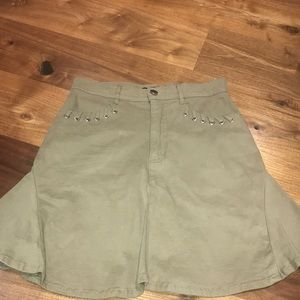 ARMY GREEN NEVER WORN FLOWN OUT MINI SKIRT  DETAIL